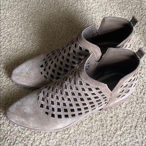 Crown Vintage booties